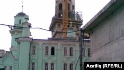 Мәскәү Җәмигъ мәчете коймалар белән уратып алынган