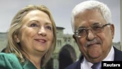 Государственный секретарь США Хиллари Клинтон (слева) и президент Палестинской автономии Махмуд Аббас (справа). Рамалла, 21 ноября 2012 года.