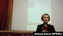 Директор Freedom House в Казахстане Виктория Тюленева на показе фильма. Алматы, 27 февраля 2014 года.