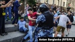 Участники акции в поддержку независимых кандидатов в Мосгордуму, Москва. 27 июля 2019