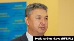 Азат Перуашев, депутат парламента Казахстана. Астана, 18 февраля 2015 года.