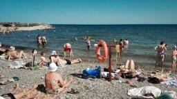 """La plajă în Sevastopol, Crimeea, azi, plaja """"Soldatski"""", 20 iunie 2019"""
