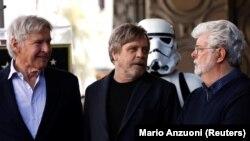 Актёр Марк Хэмилл, имперский штурмовик и режиссёр Джордж Лукас в Голливуде