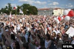 Протест в білоруському місто Гродно проти виборів і насильства над демонстрантами, яке мало місце цього тижня по цілій країні. Гродно, 14 серпня 2020 року