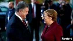 Петр Порошенко и Ангела Меркель (фото из архива).