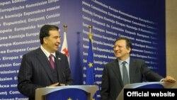 Եվրահանձնաժողովի նախագահ Ժոզե Մանուել Բարոզուն եւ Վրաստանի նախագահ Միխեիլ Սահակաշվիլին Բրյուսելում համատեղ ասուլիսի ժամանակ