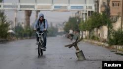 Абалонка кассэтнай бомбы, якая выбухнула ў сырыйскім горадзе Дума. 5 лістапада 2015 году