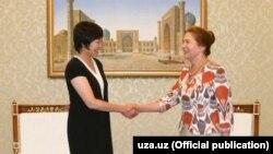 Супруга премьер-министра Японии Шиндзо Абэ Акиэ Абэ и супруга президента Узбекистана Татьяна Каримова. Ташкент, 3 августа 2016 года.