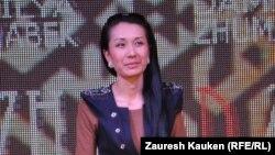 Дамилия Жұмабекқызы топтама көрсетілімінде. Алматы, 12 сәуір 2013 жыл.
