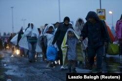 Migranţi ajunşi în staţia Hegyeshalom de la graniţa ungaro-austriacă, 5 septembrie 2015