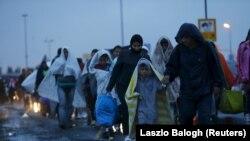 Izbeglice u blizini mađarsko-austrijske granice