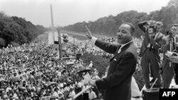 მარტინ ლუთერ კინგი ვაშინტონში, აბრაამ ლინკოლნის მემორიალთან. 1963 წლის 28 აგვისტო