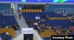 """Зрители на трибунах в зале стадиона """"Алматы Арена"""" на 28-ой зимней Универсиаде в Алматы. 2 февраля 2017 года."""