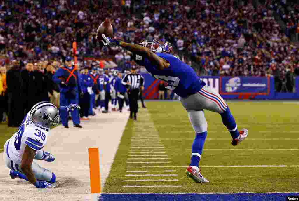 Bello, a U.S. photographer of Getty Images, won Second Prize in the Sports Category, Singles, with this picture of Odell Beckham of the National Football League's New York Giants making a one-handed touchdown catch against the Dallas Cowboys at MetLife Stadium in East Rutherford, New Jersey.
