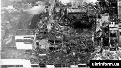 Одна з перших фотографій після вибуху на Чорнобильській АЕС