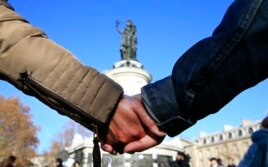Акция солидарности на площади Республики в Париже