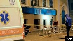 Полиция жарылыс болған маңды тексеріп жүр. Харьков, 10 қараша 2014 жыл. (Көрнекі сурет)