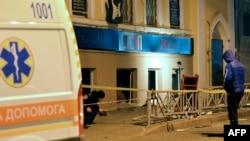 Скорая помощь на месте взрыва в Харькове.