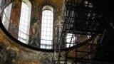 Рестовратори встановили риштування під куполом храму