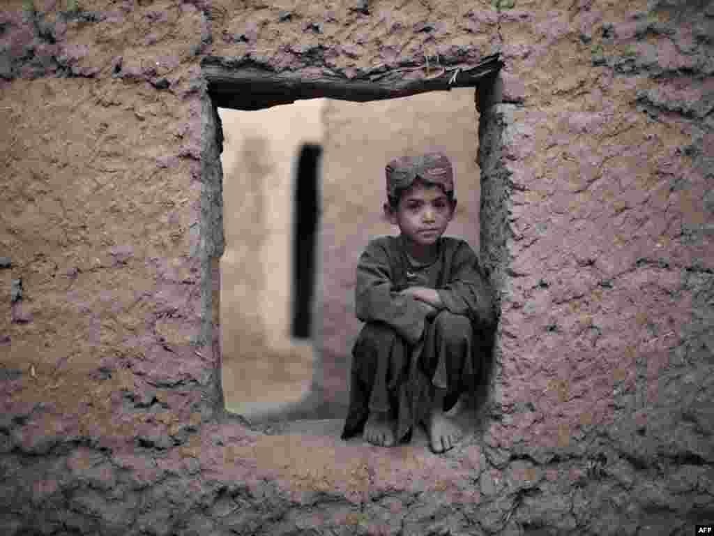 Afghanistan - Sedmogodišnji Abdu Rahman, pozira fotoreporteru u Marjahu