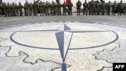 Pripadnici NATO snaga na Kosovu