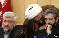 علی باقریکنی (راست) از سال ۸۶ تا ۹۲ در کنار سعید جلیلی (چپ) در تیم هستهای دولت محمود احمدینژاد حضور داشت داشت ولی تلاشهای این تیم برای پیشبرد مذاکرات هستهای به جایی نرسید.