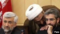 حمید رسایی در کنار سعید جلیلی و معاونش علی باقری مذاکرهکنندگان هستهای سابق.