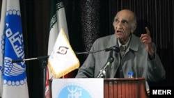 محمدابراهیم باستانی پاریزی، مورخ، نویسنده، و شاعر ایرانی.