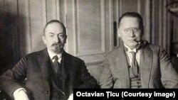 Gheorghi Cicerin (stânga) și Maxim Litvinov