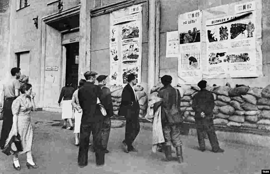 During World War II, TASS regularly posted news on walls for people to read.