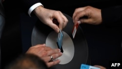 Anëtarët e Bundestagut gjerman duke votuar lidhur me Greqinë