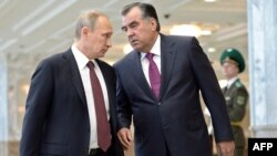 How close to Russian President Vladimir Putin (left) does Tajik President Emomali Rahmon want to get?