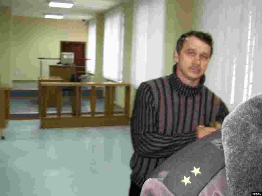 Старшыня АГП Анатоль Лябедзька ў залі суду - Старшыня АГП Анатоль Лябедзька ў залі суду