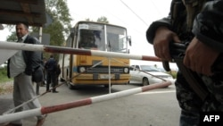 """Блокпост """"Чермен"""" на границе между Северной Осетией и Ингушетией. 2004 год"""