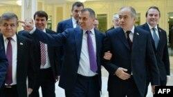 Спікер кримського парламенту Володимир Константинов (ц) зустрічається з російськими посадовцями, 7 березня 2014 року