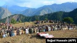 مراسم تدفین سه تن که در نتیجه درگیریهای اخیر میان نیروهای هند و پاکستان در منطقه کشمیر زیر تسلط پاکستان کشته شدهاند. October 20, 2019