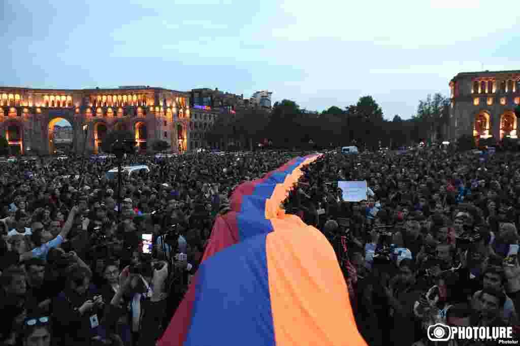Увечері 18 квітня відбувся черговий масовий мітинг