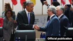 U.S. - President Barack Obama greets his Armenian counterpart Serzh Sarkisian at an international nuclear security summit in Washington, 1Apr2016.