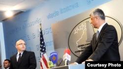 Philip Reeker i Hashim Thaci u Prištini, 10. septembar 2012.