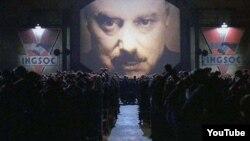 Кадр із фільму «1984» за книгою Джорджа Оруелла