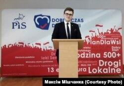Максім Мішчанка падчас працы валянтэрам у моладзевым крыле партыі «Права і Справядлівасьць»