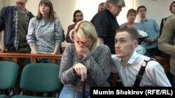 Мать Анны Павликовой Юлия в суде