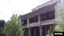Недабудаваны будынак у комлексе летнікаў у Валожынскім раёне.