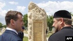 Премьер-министр России Дмитрий Медведев и глава Чечни Рамзан Кадыров