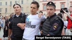 Москвада 12 июнда қўлга олинганлардан бири.