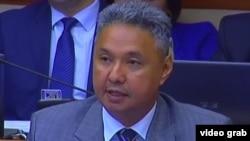 Депутат мажилиса парламента Казахстана и председатель провластной партии «Ак жол» Азат Перуашев. Астана, 11 мая 2016 года.