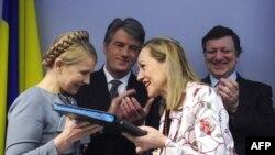 Перед лицом еврокомиссаров украинские президент и премьер демонстрировали полное согласие