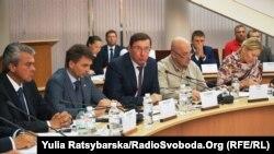 Юрій Луценко (в центрі) на засіданні парламентського комітету Асоціації між Україною і ЄС, яке відбувається у Дніпрі