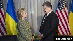 Президент України Петро Порошенко на двосторонній зустрічі із кандидаткою в президенти США від Демократичної партії Гіларі Клінтон. Нью-Йорк, 19 вересня 2016 року