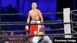 Казахстанский боксер Канат Ислам на ринге во время поединка с Джонатаном Батистой из Доминиканской Республики. Майами, 7 ноября 2015 года.